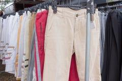 Pila di pantaloni degli uomini casuali del cotone Fotografie Stock Libere da Diritti