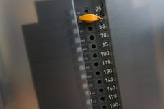 Pila di peso del metallo in euipment della palestra Fotografie Stock Libere da Diritti