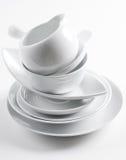 Pila di piatti bianchi puliti Immagine Stock Libera da Diritti