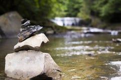 Pila di pietra in insenatura Fotografia Stock