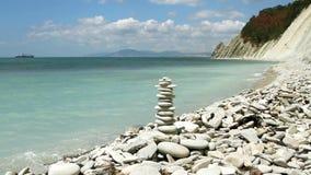 Pila di pietre di zen stock footage