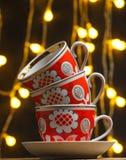 Pila di retro tazze ceramiche fotografia stock