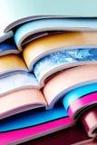 Pila di riviste fotografie stock libere da diritti