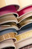 Pila di riviste aperte Fotografia Stock