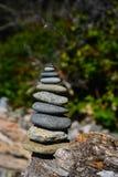 Pila di rocce alla spiaggia Fotografie Stock Libere da Diritti