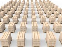 Pila di scatole di cartone sul pallet di legno Immagini Stock