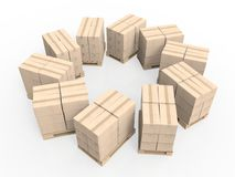 Pila di scatole di cartone sul pallet di legno Immagine Stock