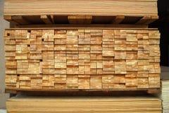 Pila di schede di legno e del compensato Immagine Stock