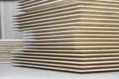 Pila di schermi di legno fotografie stock libere da diritti