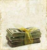 Pila di soldi di carta su una priorità bassa di Grunge Fotografie Stock