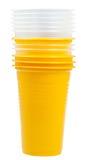 Pila di tazze di plastica gialle e trasparenti Fotografie Stock Libere da Diritti
