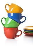 Pila di tazze e di piattini di tè di colore Immagini Stock