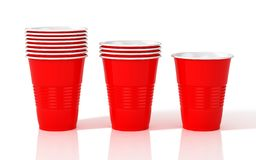 Pila di tazze di plastica rosse illustrazione di stock