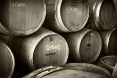 Pila di tini del vino Immagini Stock