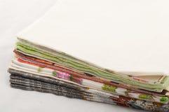 Pila di tovaglioli di carta colorati Fotografia Stock Libera da Diritti
