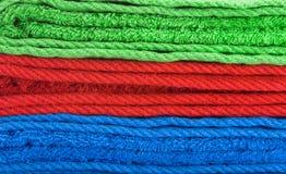 Pila di tovaglioli di colore Fotografie Stock Libere da Diritti