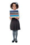 Pila di trasporto attiva dello scolaro di libri Fotografia Stock