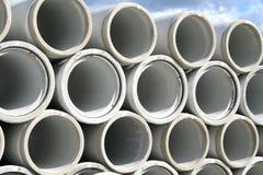 Pila di tubi di acqua concreti immagini stock libere da diritti