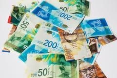 Pila di vario delle fatture di soldi israeliane dello shekel - vista superiore Fotografia Stock Libera da Diritti