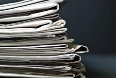 Pila di vecchi giornali Immagine Stock Libera da Diritti