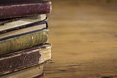 Pila di vecchi libri con gli effetti di lerciume Fotografia Stock Libera da Diritti