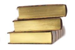 Pila di vecchi libri isolati Fotografia Stock