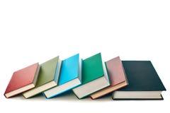 Pila di vecchi libri isolati su bianco immagine stock libera da diritti