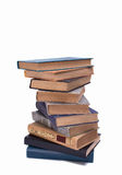 Pila di vecchi libri isolati su fondo bianco Fotografia Stock