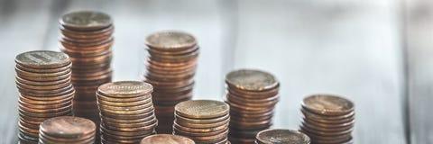 Pila di vecchi penny fotografie stock libere da diritti