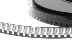 Pila di vecchia pellicola di film sulla bobina di plastica su bianco fotografie stock libere da diritti