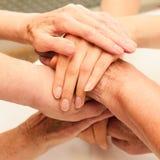 Pila di vecchie e giovani mani Fotografie Stock