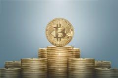 Pila dorata del bitcoin Fotografia Stock