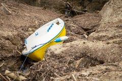 Pila en barco en la corriente del agua Imágenes de archivo libres de regalías
