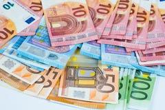 Pila fondo dei soldi di parecchie di euro banconote Fotografia Stock Libera da Diritti