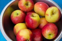 Pila fresca de manzanas Fotos de archivo