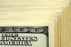 Pila grande de $100 billetes de banco Imagenes de archivo