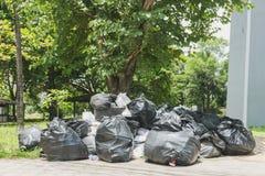 Pila grande de basura y de cintura Imagen de archivo