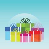 Pila grande de cajas de regalo envueltas coloridas Fotos de archivo libres de regalías