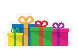Pila grande de cajas de regalo envueltas coloridas Imagen de archivo