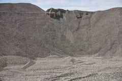 Pila grande de la grava en una mina Foto de archivo libre de regalías