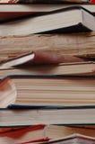 Pila grande de libros. foto de archivo