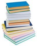 Pila grande de libros en un fondo blanco Imágenes de archivo libres de regalías
