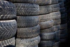 Pila grande de neumáticos usados Fotografía de archivo libre de regalías