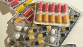 Pila grande de top del sypitsya de las píldoras Slou MES de muchas medicaciones metrajes