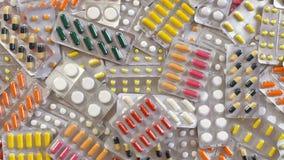 Pila grande de top del sypitsya de las píldoras Slou MES de muchas medicaciones almacen de video