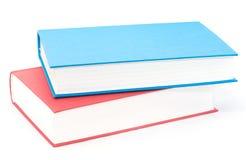 Pila horizontal de dos rojos y de libros azules imágenes de archivo libres de regalías