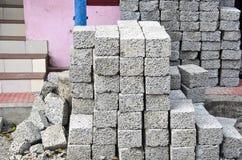 Pila materiale del mattone grigio in via dell'Asia Immagini Stock Libere da Diritti