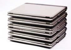 Pila ordenada computadora portátil Fotos de archivo libres de regalías