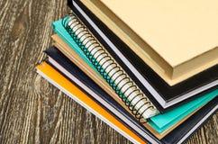 Pila piegata di libri di esercizi Fotografie Stock Libere da Diritti