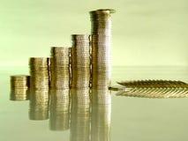 Pila plegable de monedas bajo la forma de cartas foto de archivo libre de regalías